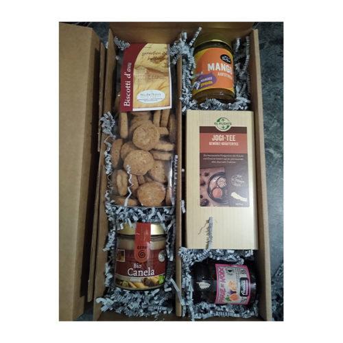 Geschenke Tee Kekse Schoko Konfitüre